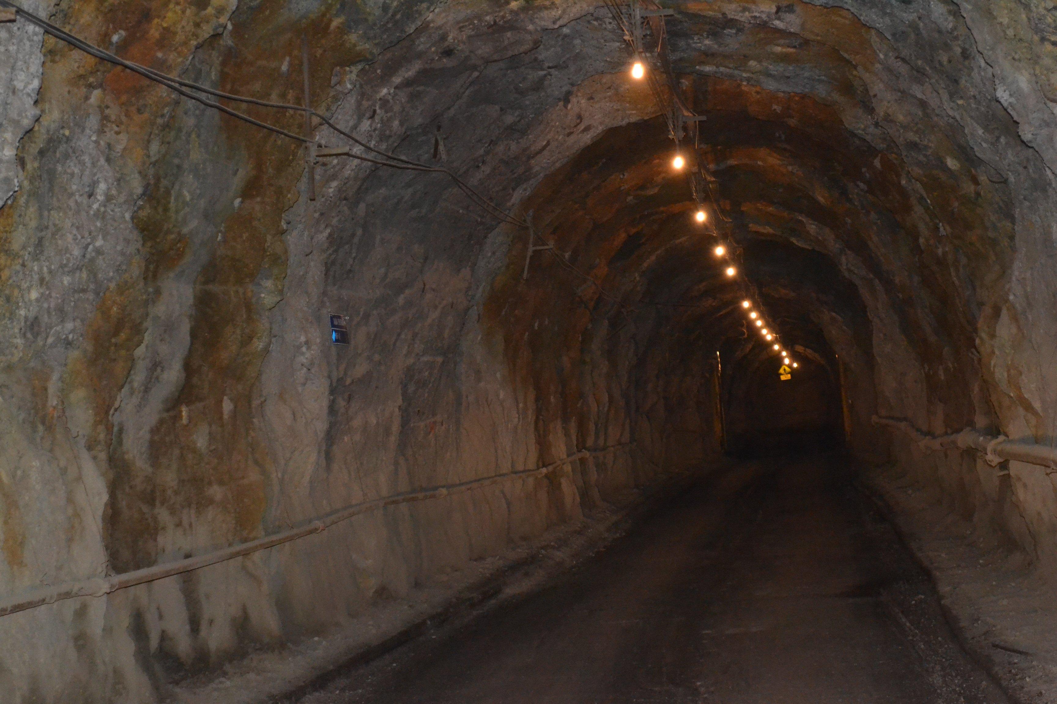 Underground mine dust_IMG